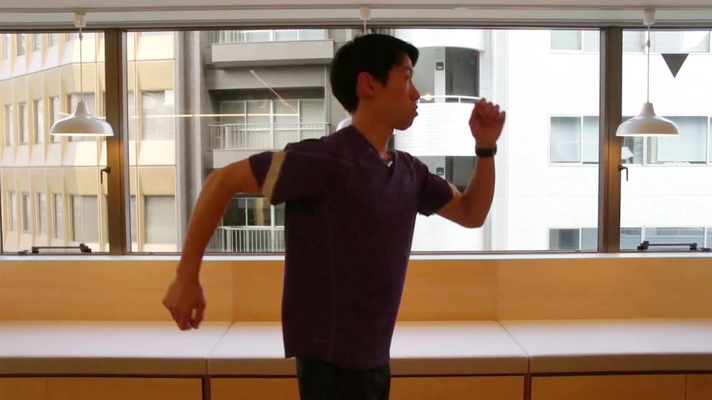 「【脱3K走り】怪我の原因にも!?正しい腕振りのポイントとは」の画像