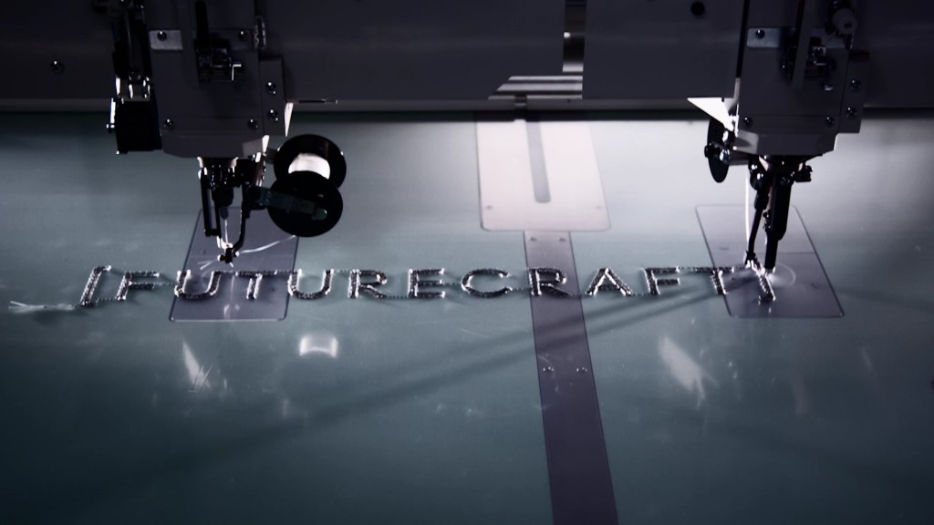 「自分の足に合わせて仕立てるアディダス「Futurecraft Tailored Fibre」発表」の画像