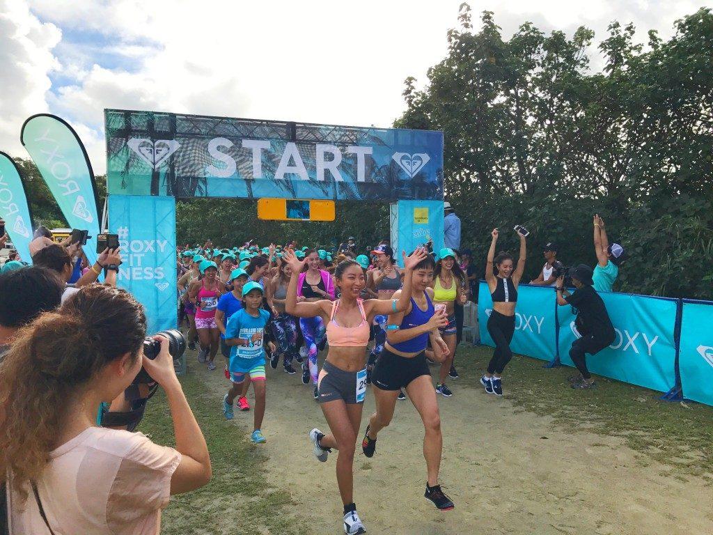 「モデルのマギー、香川沙耶ら約300名の女性が沖縄のビーチに集結!! 「ROXY FITNESS EVENT」をレポート!!」の画像