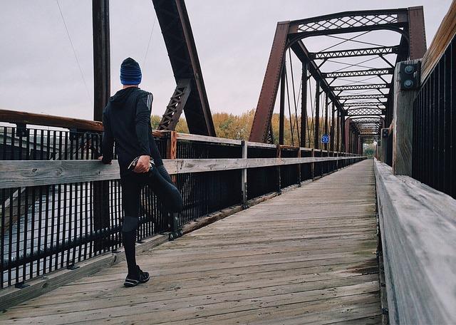 「ランナー同士の待ち合わせに便利な「LINE」。辛酸なめこさん発案の「既読スルースルー」とは」の画像