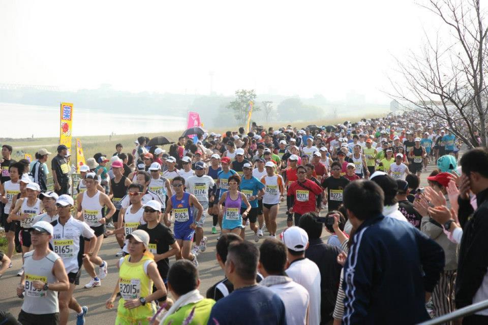 「九州最大の河川「筑後川」の河川敷を走る大会とは? 筑後川マラソン2016」の画像