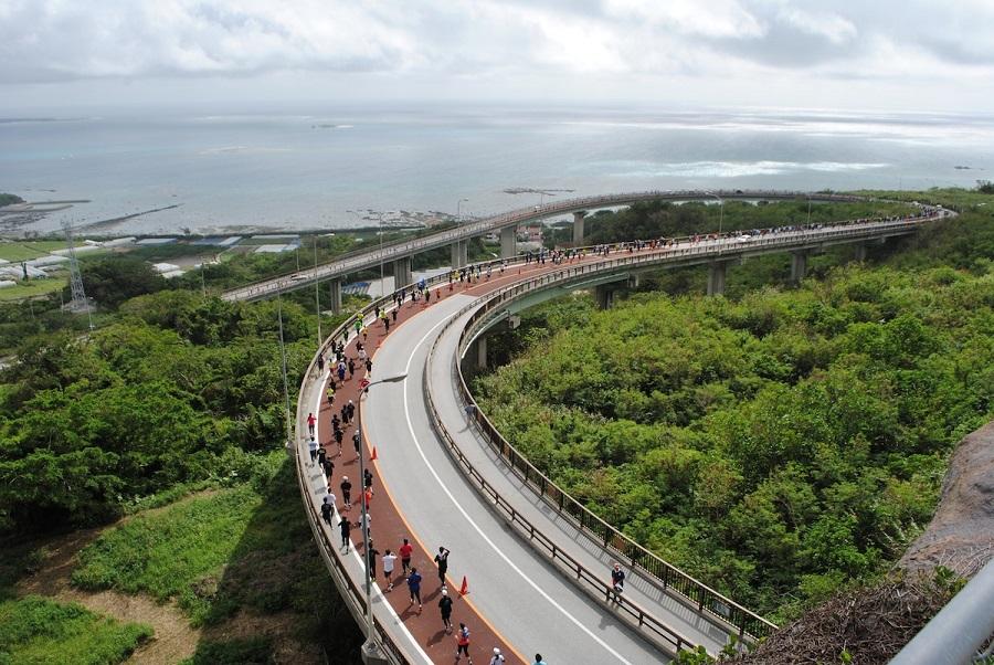 「沖縄ならではの「民謡ショー」も満喫! 第15回 尚巴志ハーフマラソン in NANJO 2016」の画像