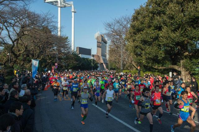 「明治神宮野球場を中心に大都会を疾走! 第15回新宿シティハーフマラソン」の画像