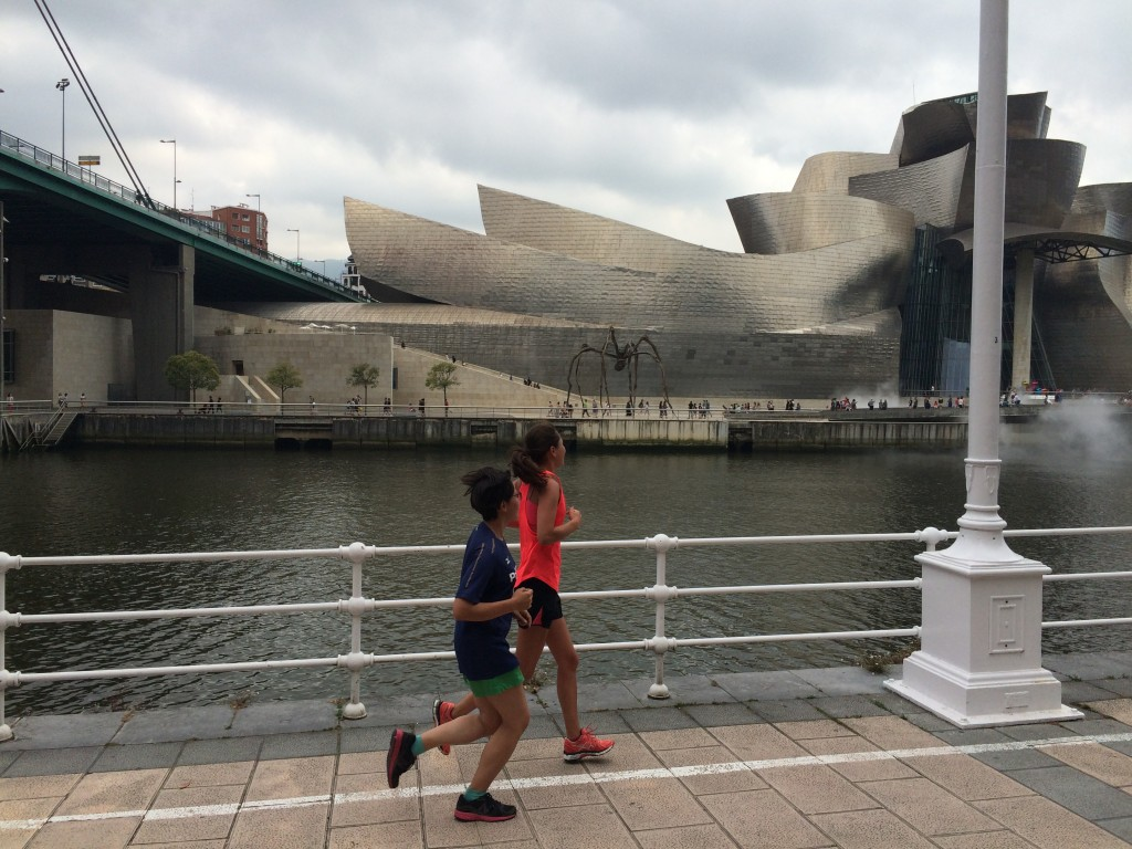 「スペインのビルバオってどんな街? 観光スポット巡る川沿いコースを走ってみた」の画像