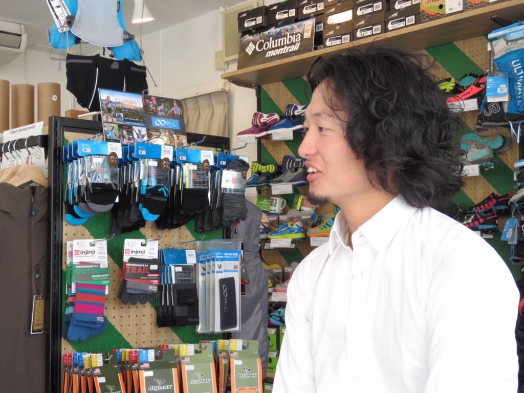 「大会ゼッケンがポーチに変身!! 服飾関係の仕事からトレランショップ開店へ、36歳・店長の考え方」の画像