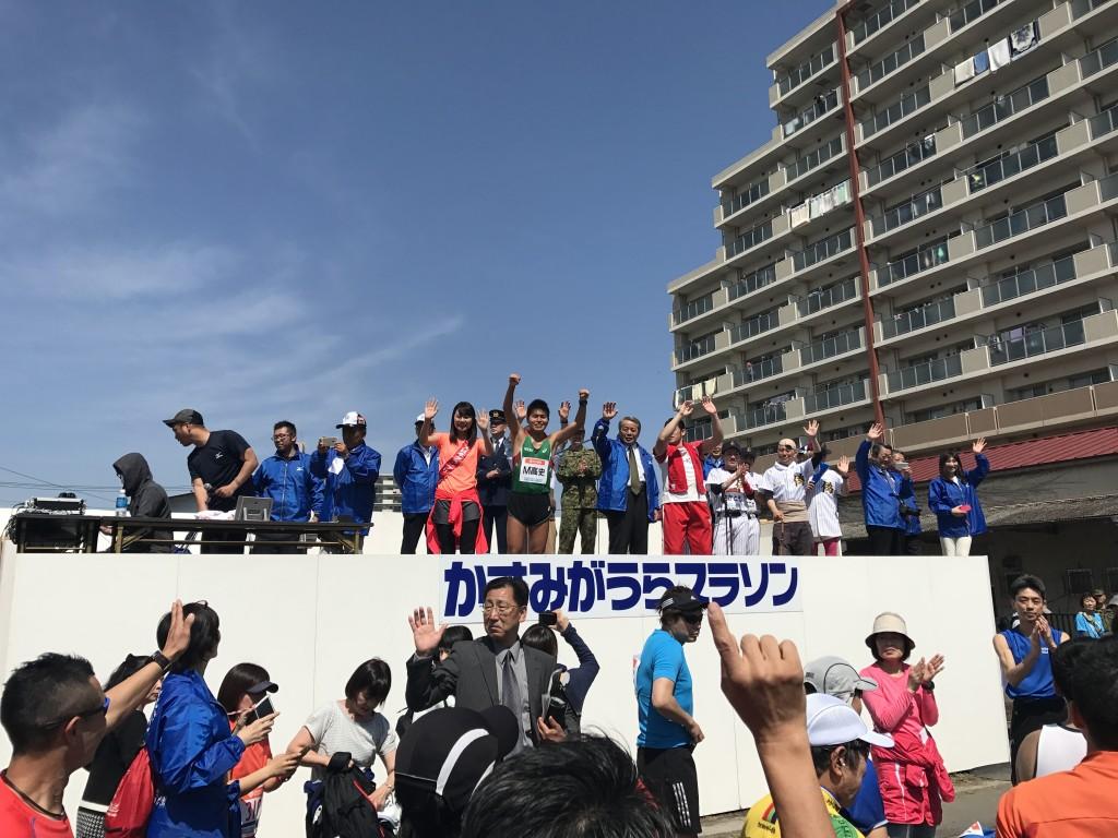 「灼熱のかすみがうらマラソンで、サブ3達成「4分12秒ペース」にCEOが挑戦したら……」の画像