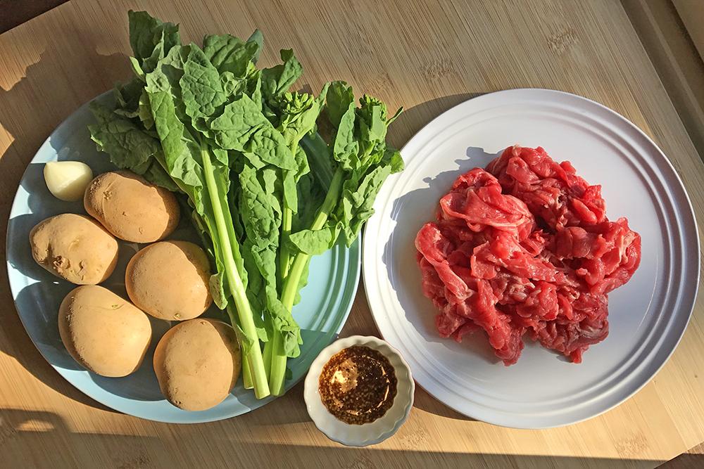 「管理栄養士が考えるランナーメシ!鉄分たっぷり!【新ジャガと牛肉のマスタード炒め】」の画像