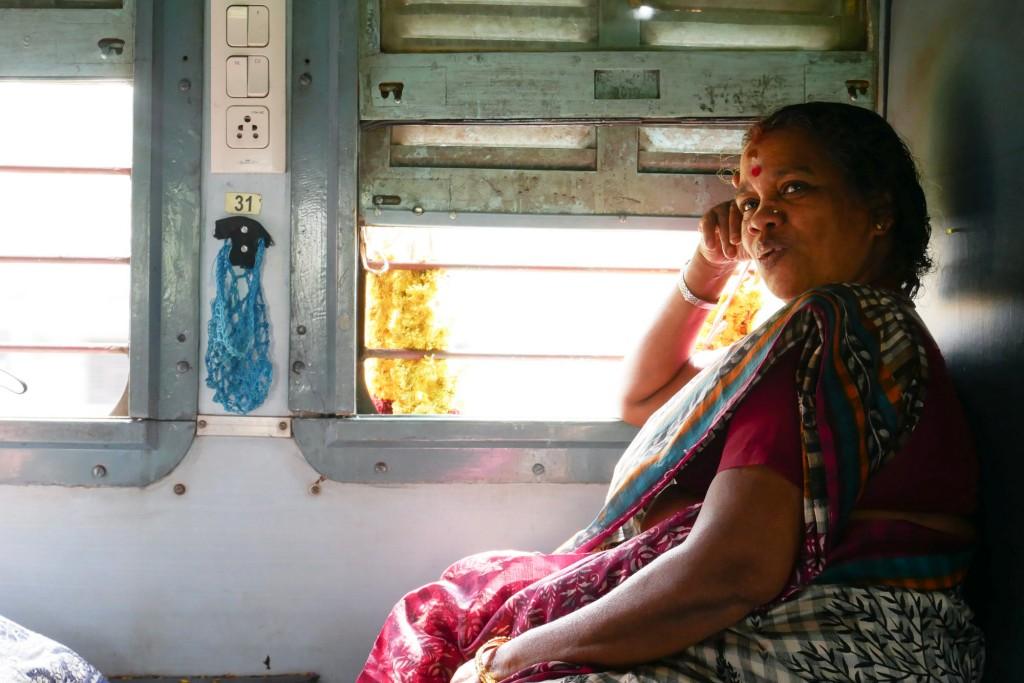 「誰かが既に私の席に座っている……15時間の電車の旅【ノロミホの旅】」の画像