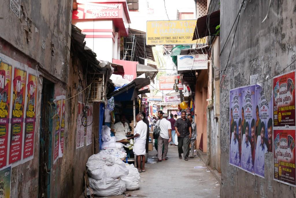 「衣類通り・おもちゃ通り・食品通り……迷路のようなインドの道【ノロミホの旅】」の画像