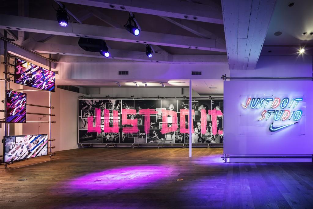 「渋谷で期間限定オープン『NIKE JUST DO IT STUDIO』もう体験した?」の画像