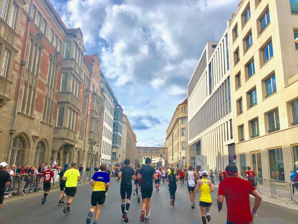 """「マラソンと他のスポーツとの""""違い""""、キプチョゲ選手Vのベルリンマラソンで再確認」の画像"""