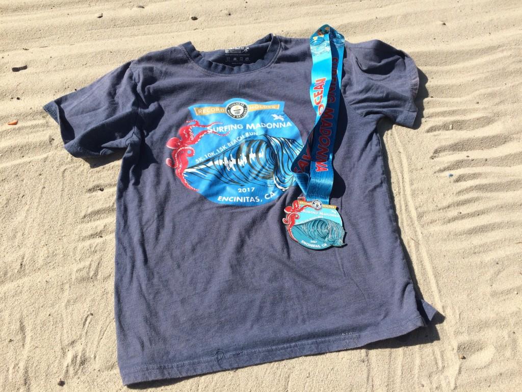 「「一斉に砂の上を走る人数」でギネスブック認定、ちょっと気恥ずかしいレース名の『サーフィン・マドンナ・ビーチ・ラン』」の画像