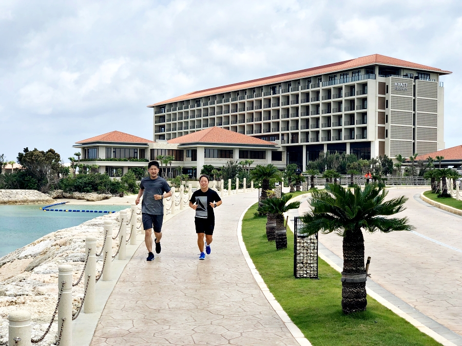「ランニングのオフシーズンに積極的休養。沖縄リゾートホテルでの過ごし方」の画像