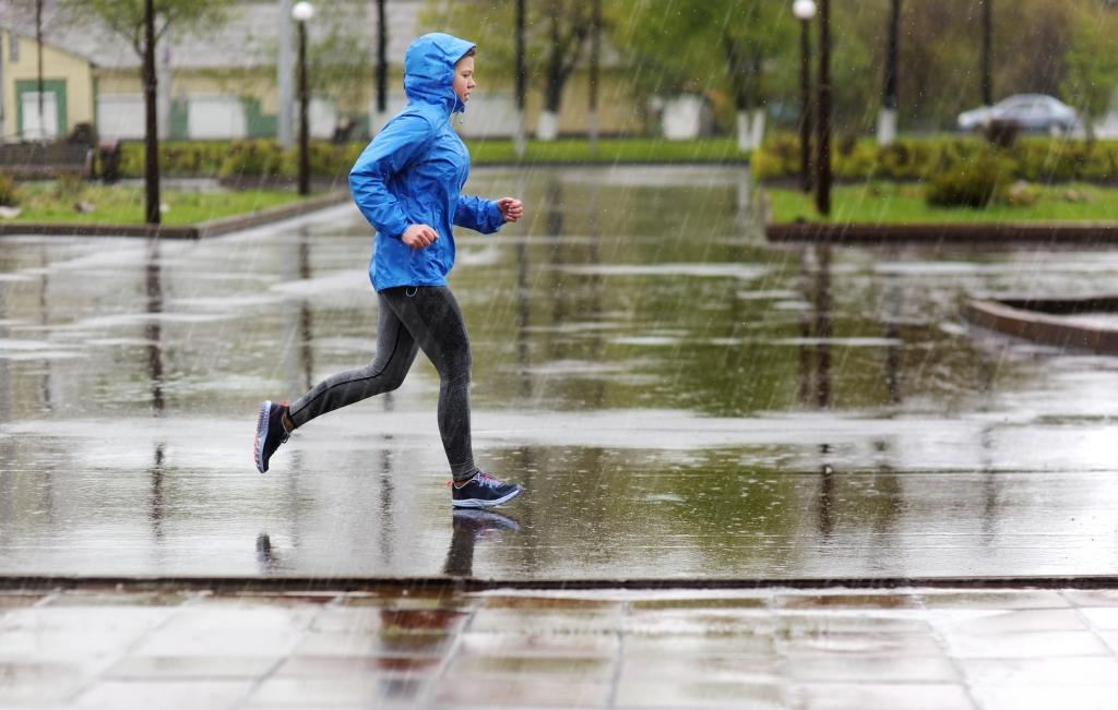 「雨の日でもランニング。おすすめの防水シューズ8つ」の画像