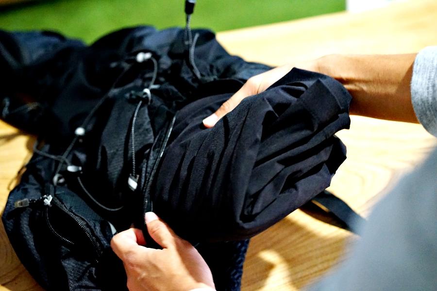 「冬の帰宅ラン「スーツどうするか問題」をクリア!丸めてリュックに入れてOKなスーツ登場」の画像
