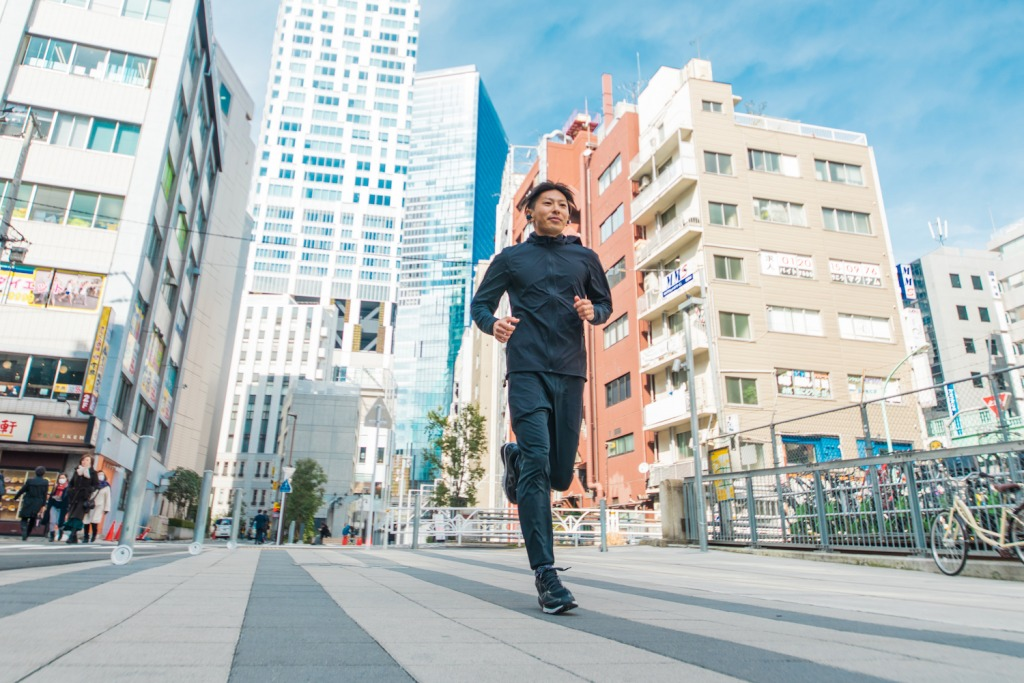 「【音楽×ラン】状況音も聞こえるGLIDiCのイヤホンで街ランを楽しむHAGIさんのランニングスタイル」の画像