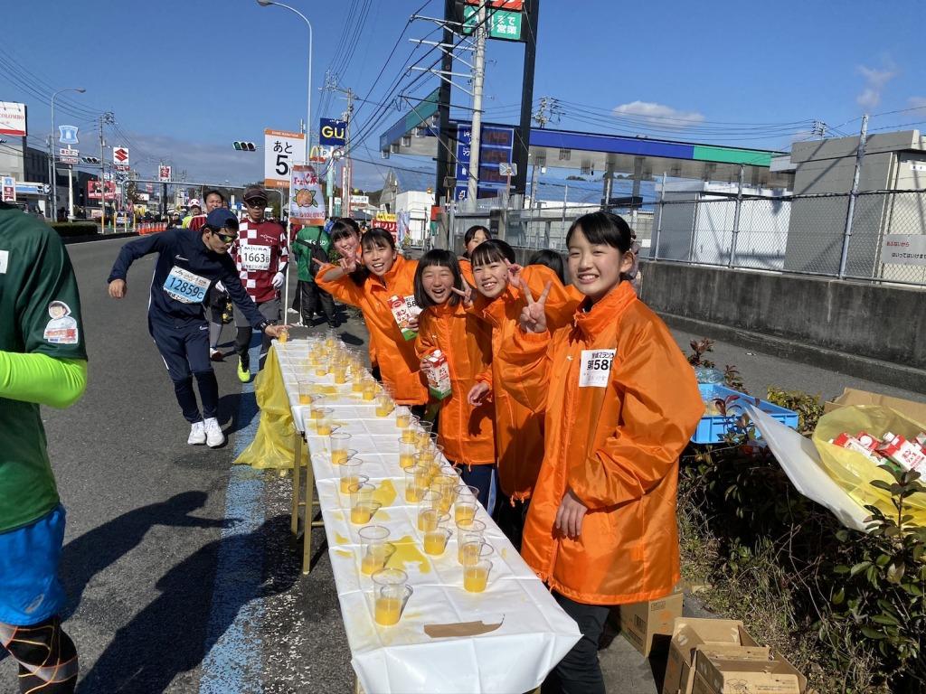 「愛媛マラソン名物「ポンジュース給水」を堪能【M高史のマラソン紀行】」の画像